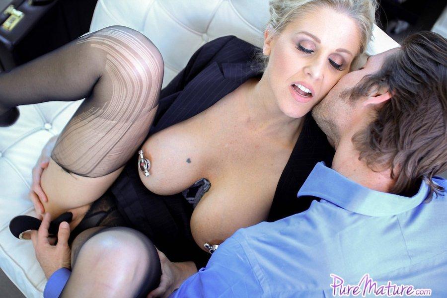 Horny milf julia ann pleasures her pussy